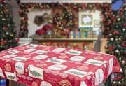 Скатерть новогодняя гобеленовая с люрексом Новогодний Гобелен red